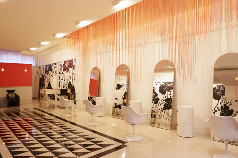 白とオレンジの美容室